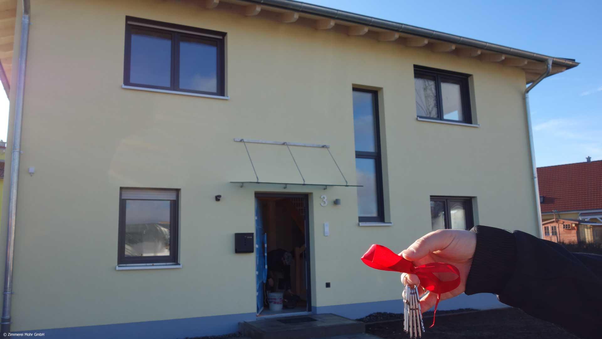 Einfamilienhaus CUBE – Schlüsselübergabe Neubau Holzhaus